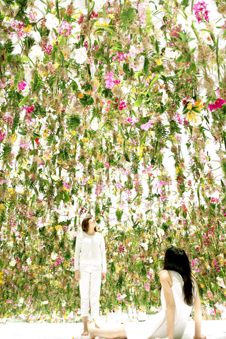 Floating Flower Garden, by teamLab (2015)